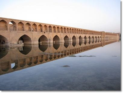 http://s2.picofile.com/file/8264774984/esfahan.jpg