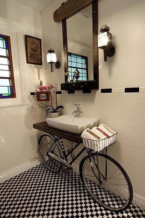 دکوراسیون- استفاده از دوچرخه در دکور حمام خانه image