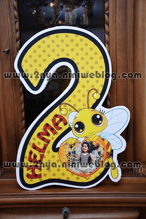 happy_birthday_2_bee_helma استند ایستاده عدد 2 تولد تم زنبوری زرد