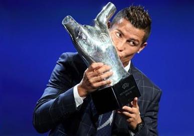 دانلود فیلم لحظه انتخاب رونالدو به عنوان مرد سال فوتبال اروپا 2016