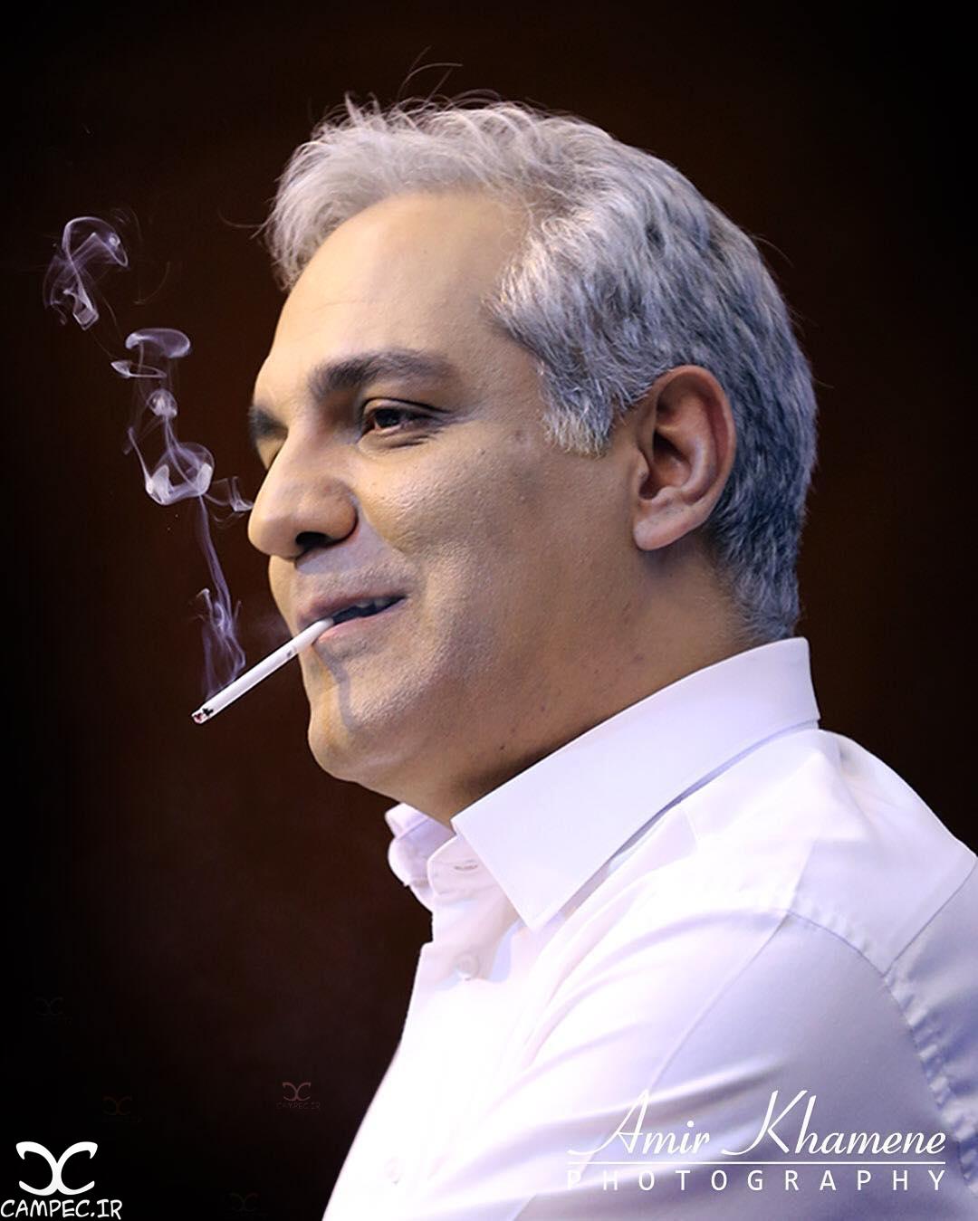 سیگار کشیدن مهران مدیری در نشست فیلم ساعت ۵ عصر