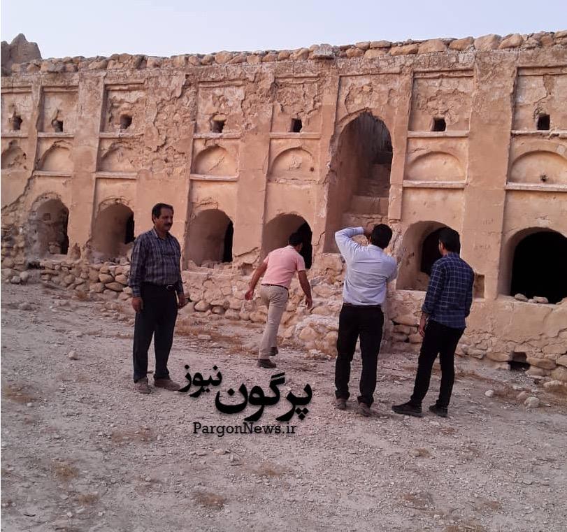 بازدید معاون میراث فرهنگی فارس از حمام و قلعه حمزه خانی هورز